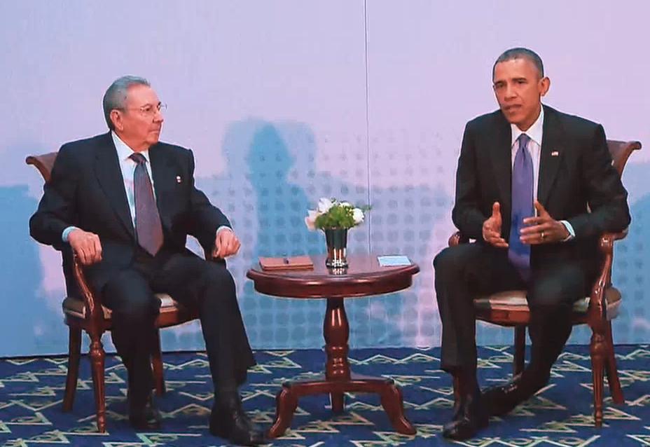 Obama e Raul Castro em um encontro oficial