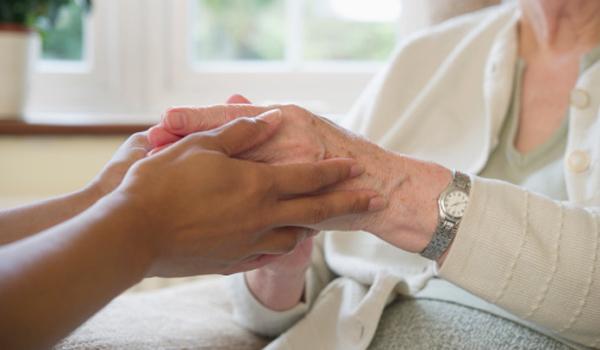 Quanto ganha um cuidador de idosos