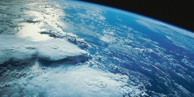 O planeta primitivo era muito quente porque, entre outras razões, havia  intensa atividade vulcânica