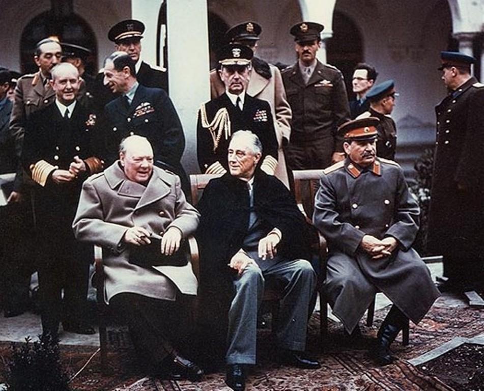 Churchill, Roosevelt e Stalin na Conferência de Ialta