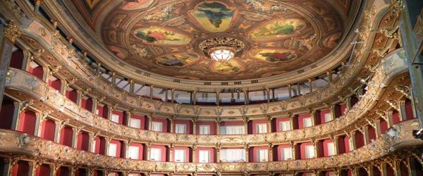 Cinco dos Teatros mais Impressionantes no Mundo
