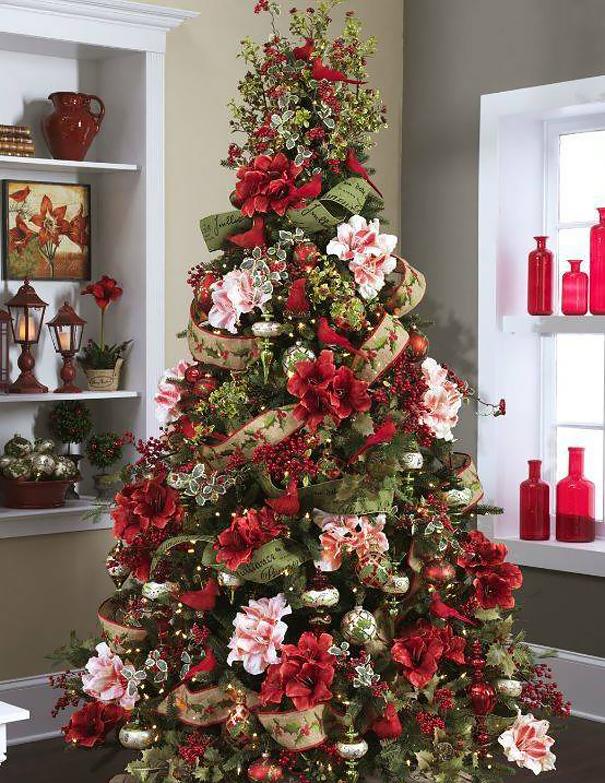 Árvore de Natal com Flores Vermelhas