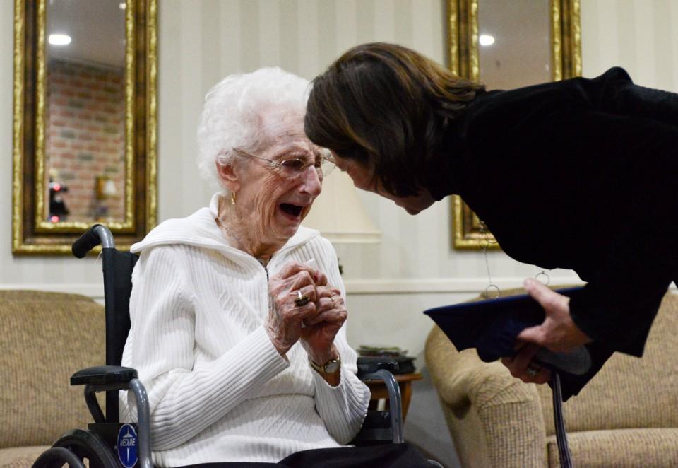 Senhora de 97 anos de idade conquista diploma