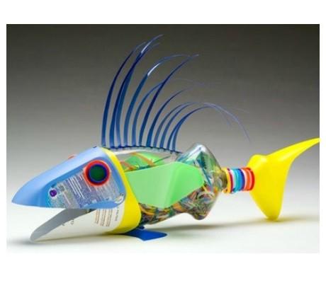 Peixe de materiais recicláveis
