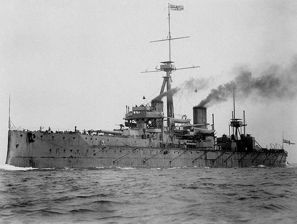HMS Dreadnought. Uma corrida armamentista naval existia entre o Reino Unido e o Império Alemão.