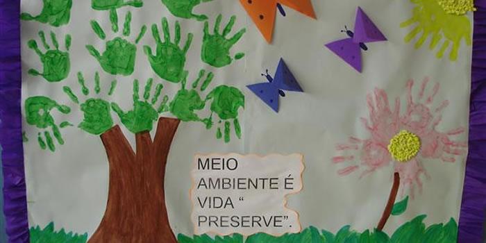 Faça uma árvore com as mãos dos alunos