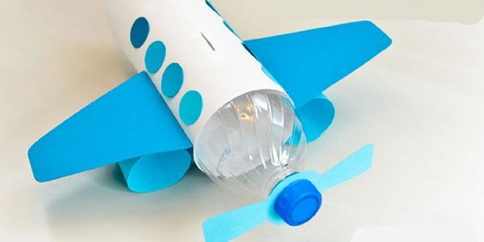 Avião feito por Objetos Reciclados