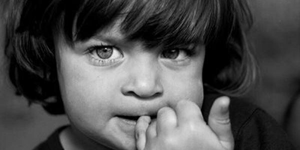 Crianças que roem unhas