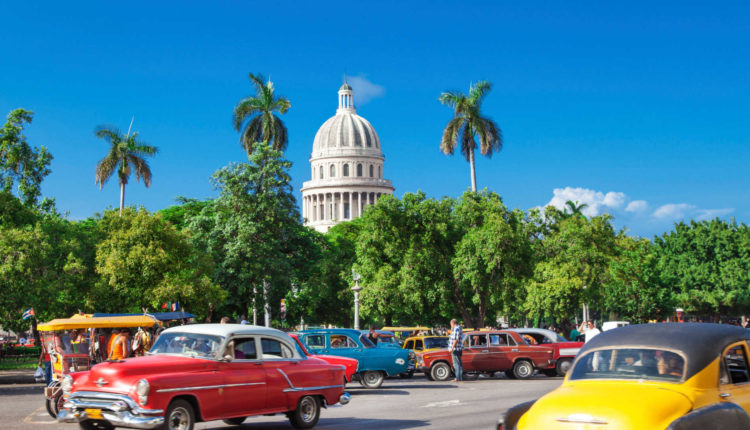 Estudantes americanos recebem bolsa para estudar Medicina em Cuba
