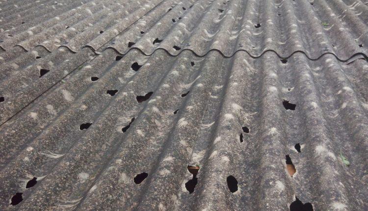 Telhado devastado pela chuva de granizo