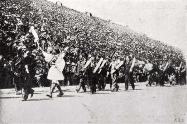 Desfile de encerramento da primeira edição dos Jogos Olímpicos