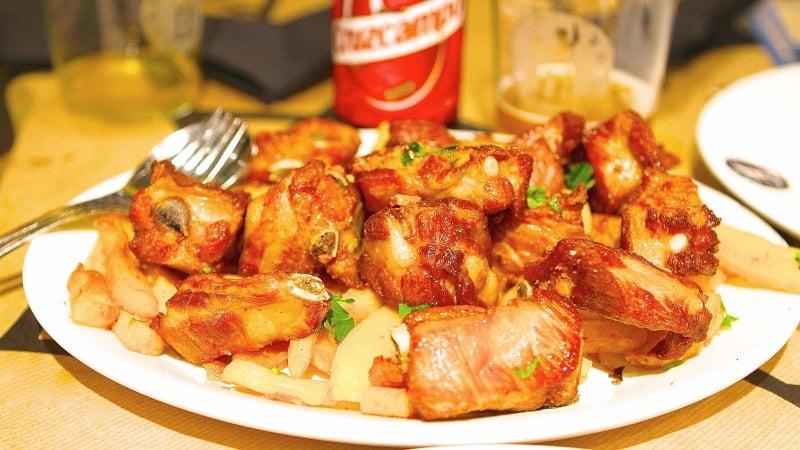 Prato popular na Espanha - Costillas de Cerdo al Ajillo con Patatas