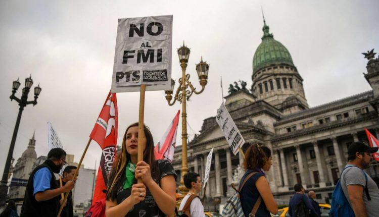 Grupos de esquerda em manifestação na Argentina