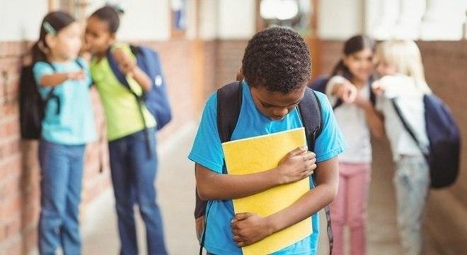 Criança sofrendo bullying