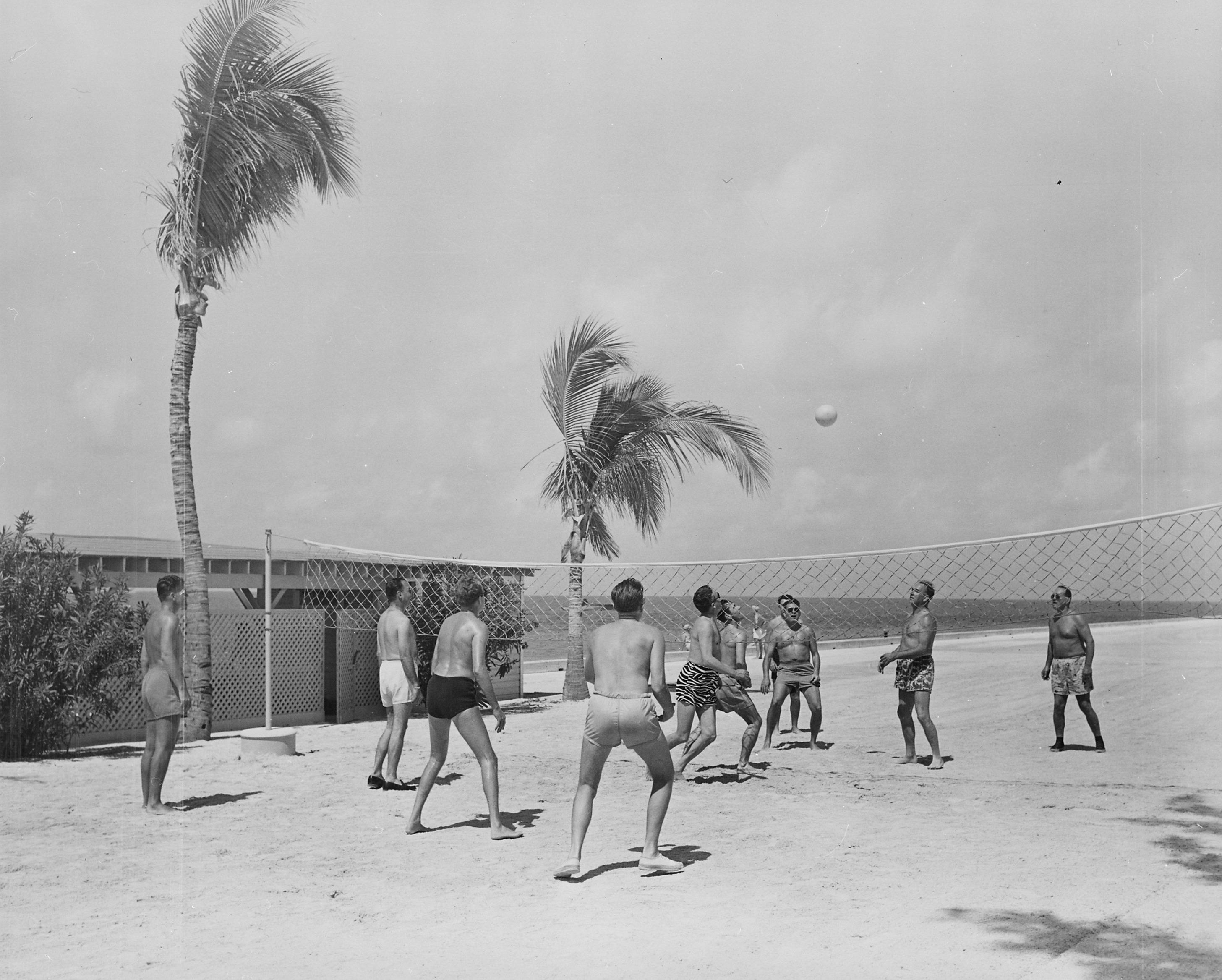 Jogo de Vôlei de Praia em 1930