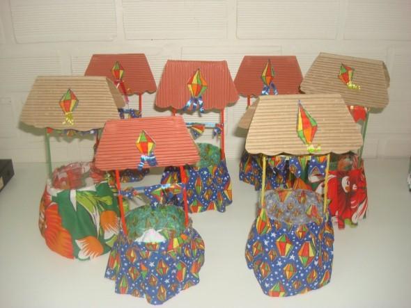 Casinhas de papel e tecido colorido