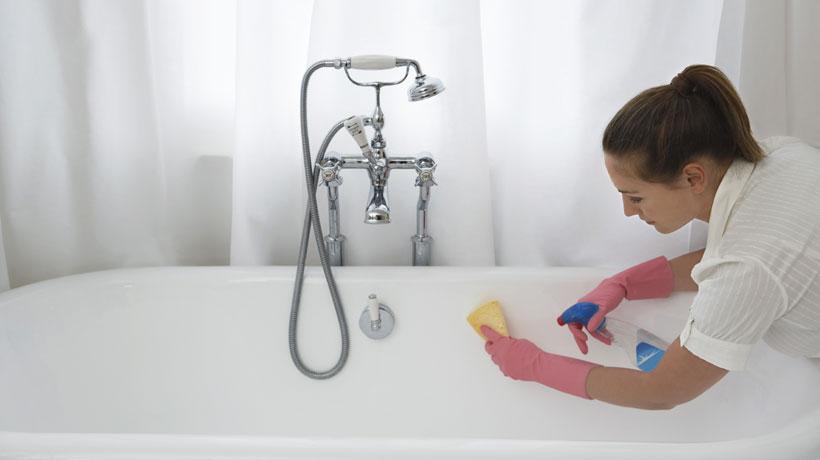 Não secar a banheira adequadamente após o banho