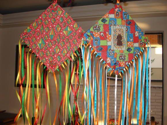 Pipas de papel de seda colorido para decoração