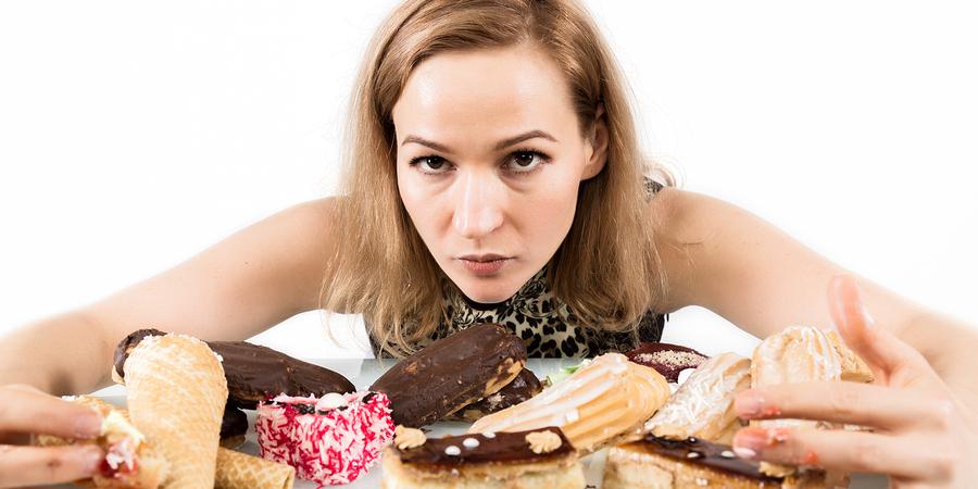 Comer muitos doces ou besteiras
