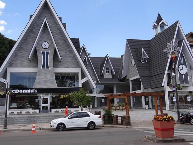 Gramado, Rio Grande do Sul, Brasil – McDonald's colonial