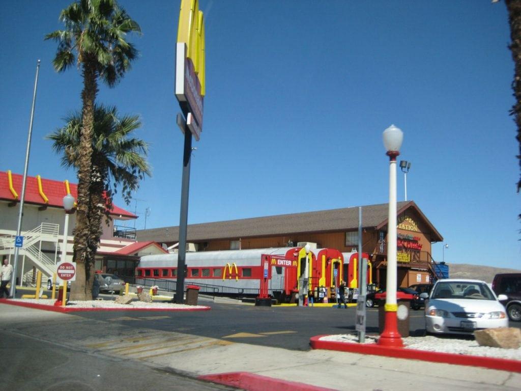 Barstow, Califórnia, Estados Unidos – McDonald's trem