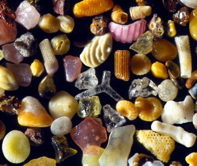 É assim que os grãos de areia parecem sob um microscópio
