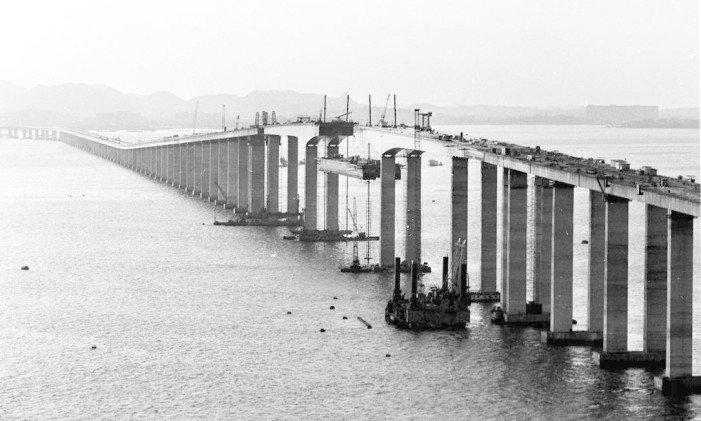 Construção da Ponte Rio-Niterói, no Rio de Janeiro