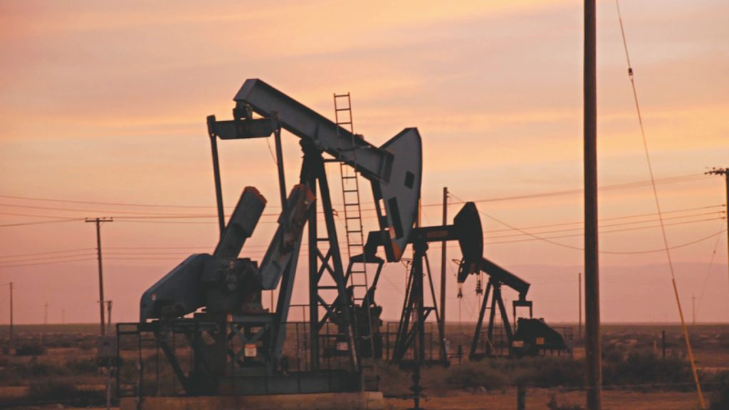 Extração de petróleo em terra, no estado do Ceará