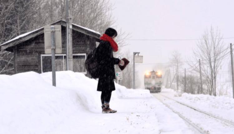 Japão mantém estação de trem aberta para uma estudante