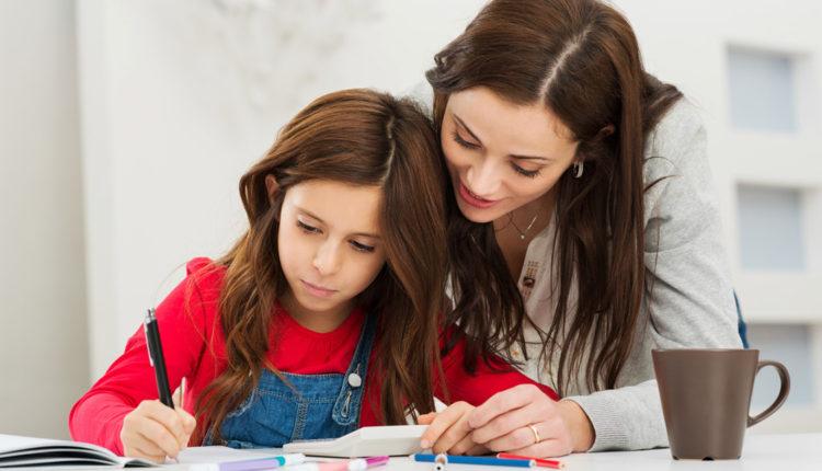 Pais devem incentivar filhos nas atividades escolares