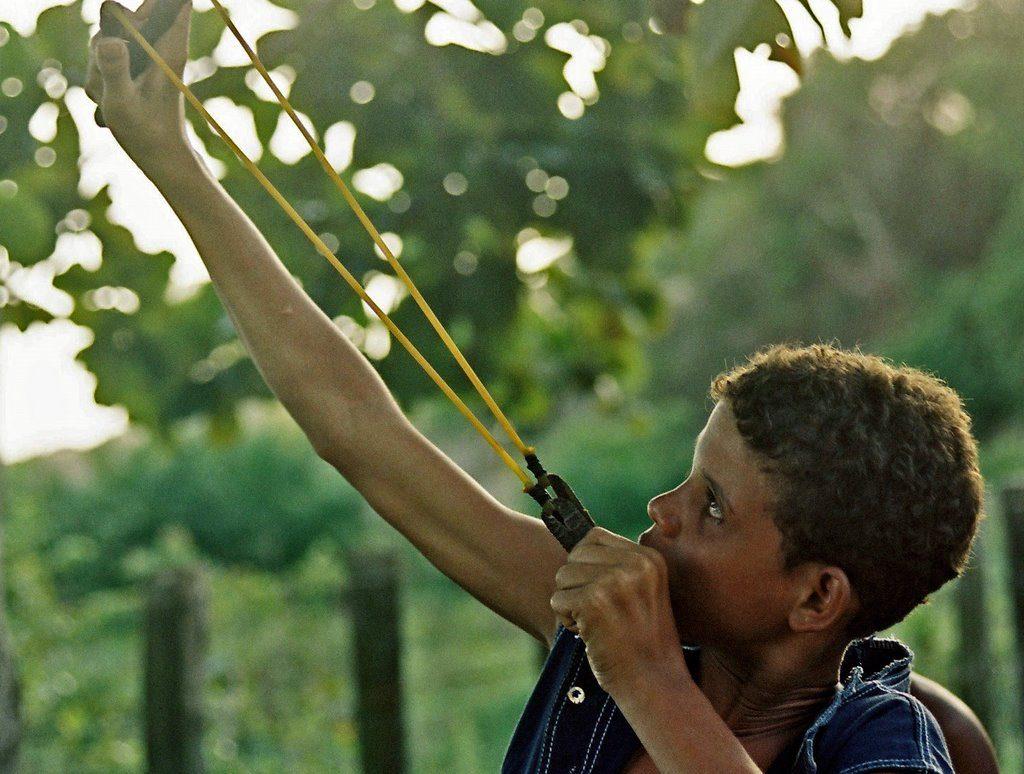 Brincadeiras do folclore brasileiro - Estilingue