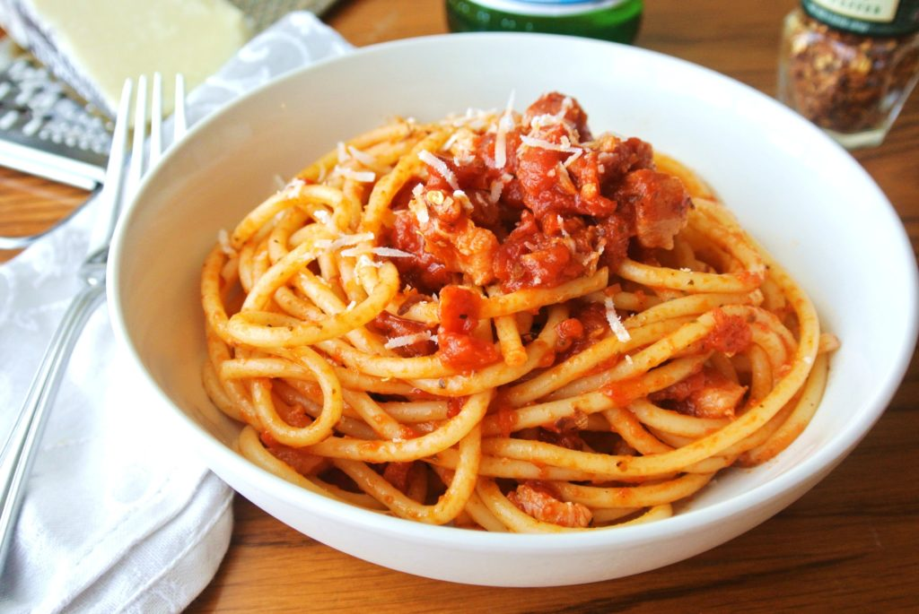 Bucatini All'Amatriciana (Molho à Matriciana)