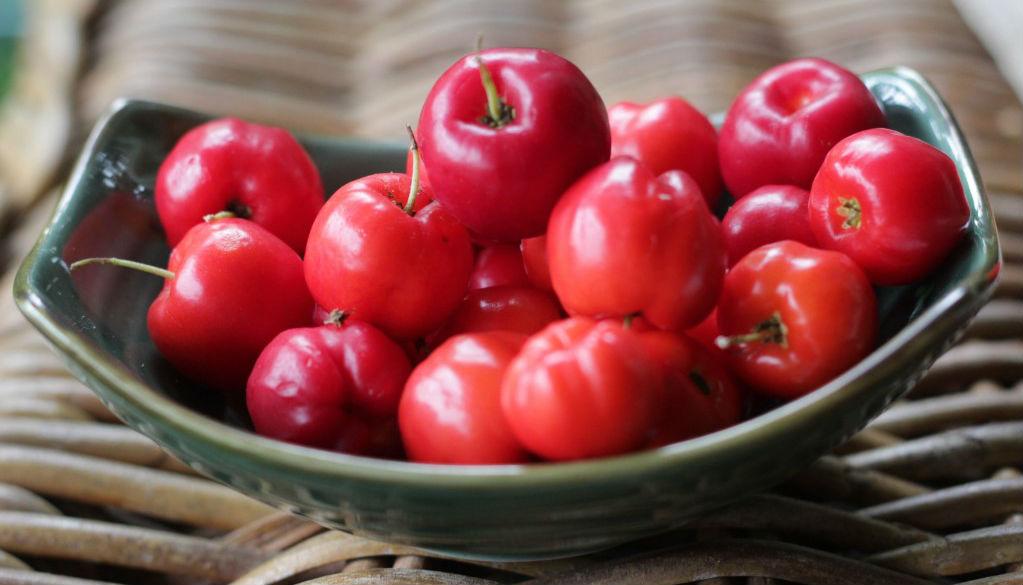 Fruta com A - Acerola