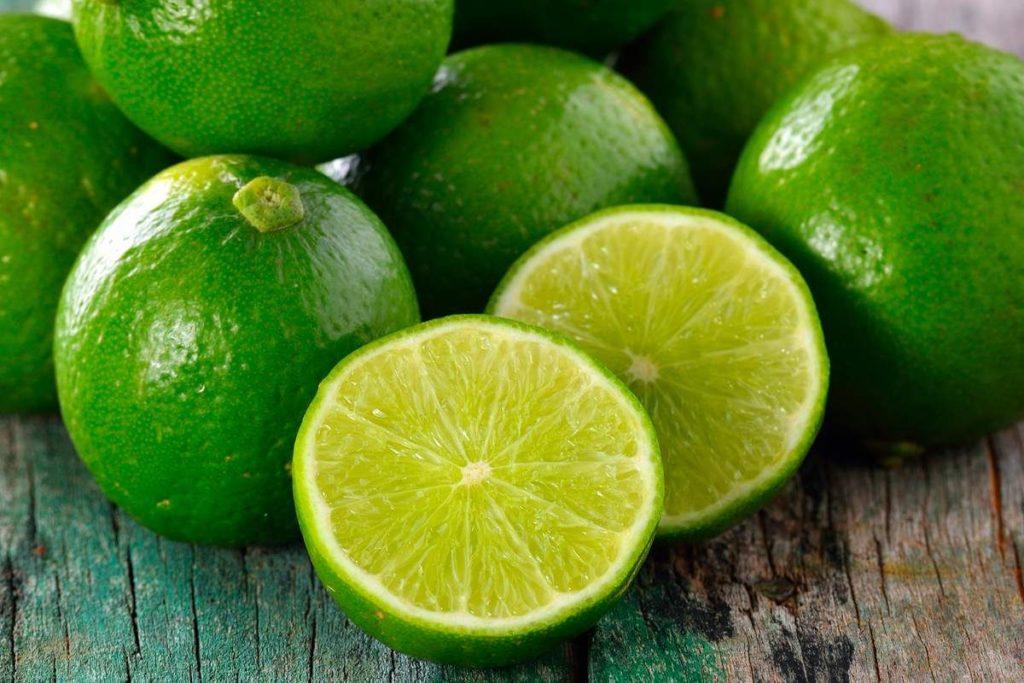 fruta-com-l-limão