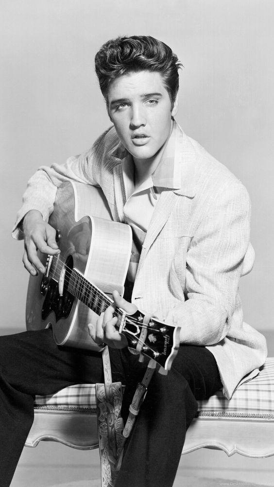 O cantor Elvis Presley permanece vivo