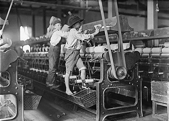 Crianças trabalhando na fábrica