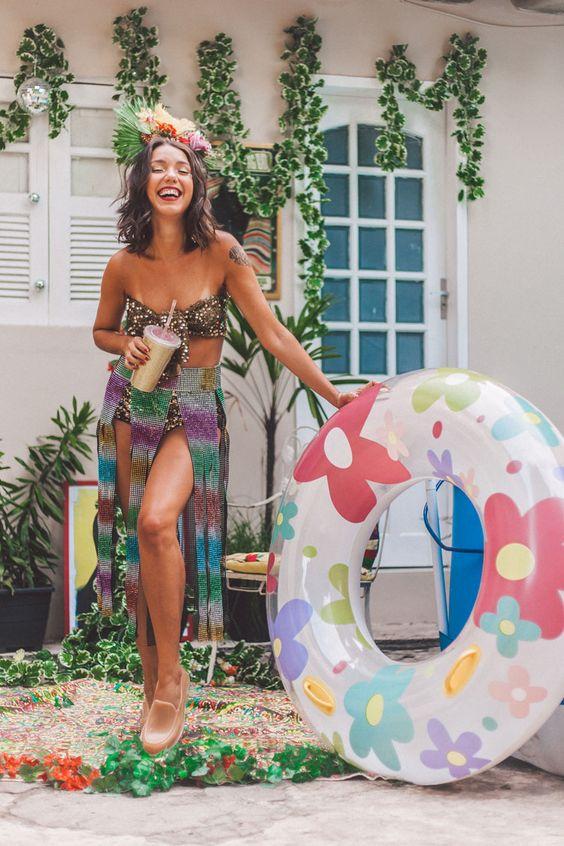 Fantasia de carnaval de festa na piscina