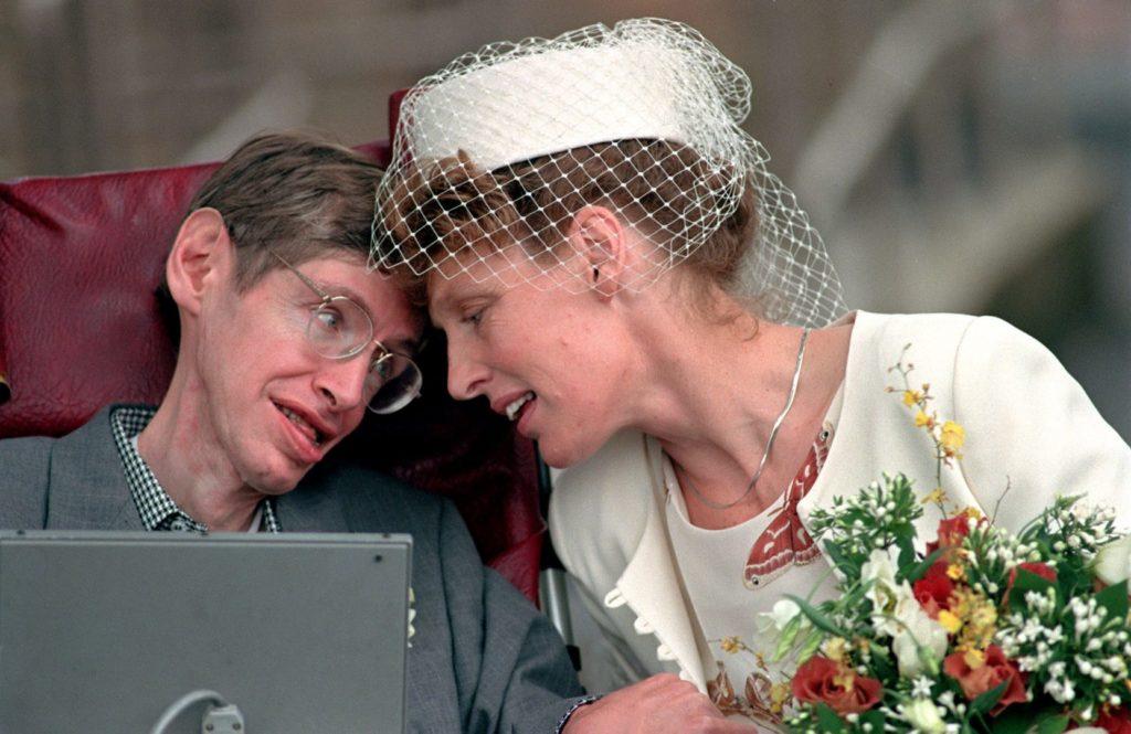 stephen hawking e esposa 2