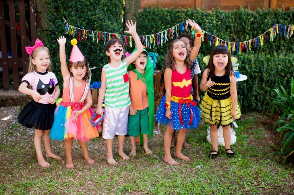 Ateliê de fantasias de carnaval para crianças