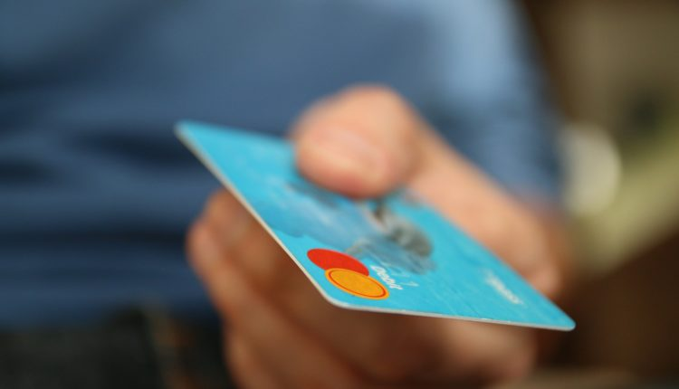 Quem inventou o cartão de crédito?