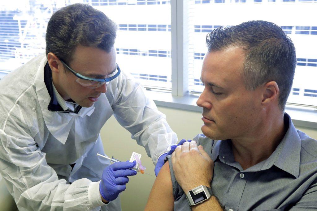 O engenheiro Neal Browning é um dos primeiros a ser testado com a vacina contra o coronavírus