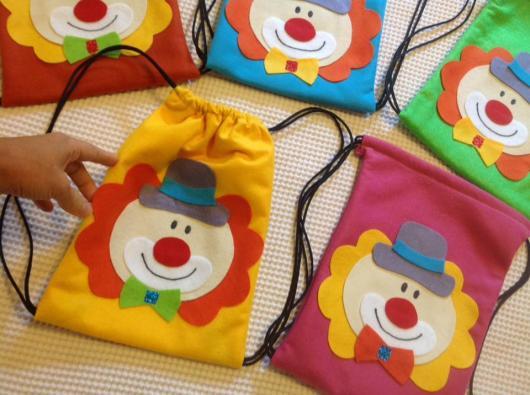 Dia do circo: Mochila saco de palhaço