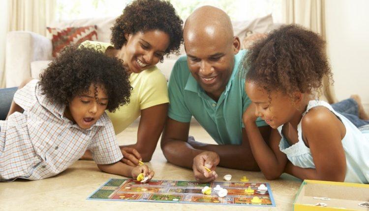 Dicas para os pais - 10 brincadeiras e atividades para fazerem em casa com as crianças