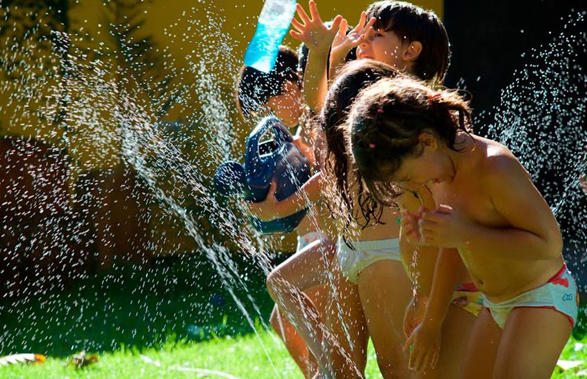Tomar banho de mangueira