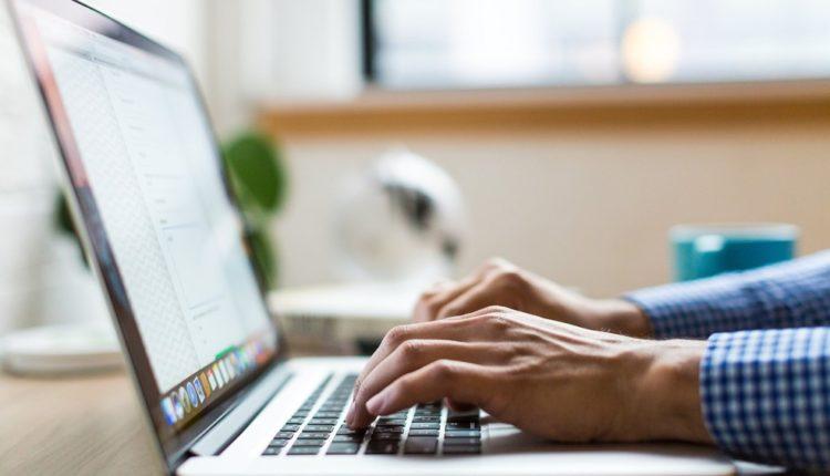 Empresa oferece cursos online e gratuitos para desempregados