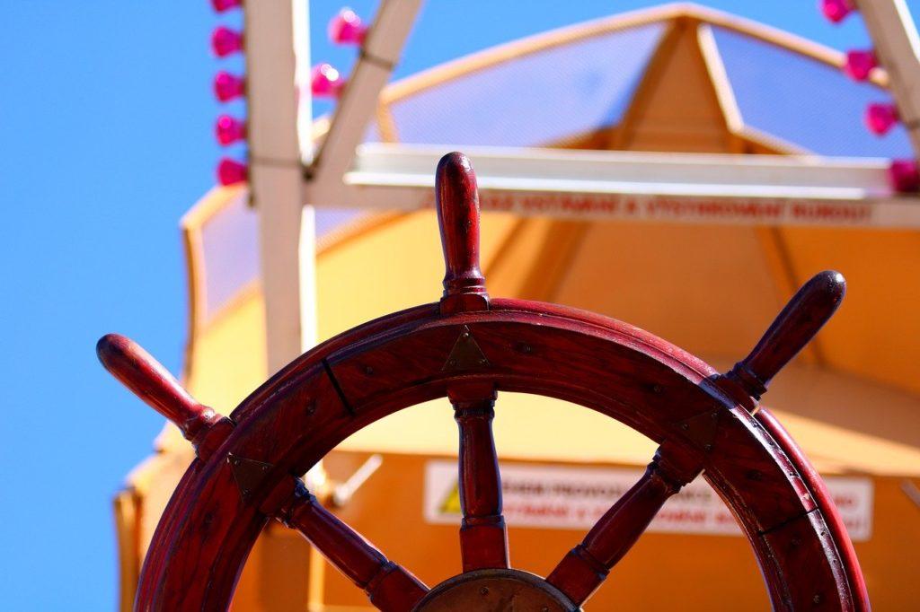 Objeto com L - Leme de barco