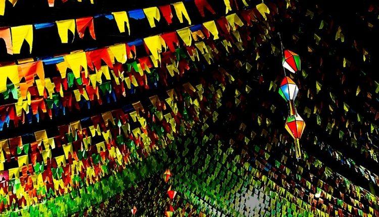 Bandeirinhas de Festa junina para colorir e imprimir