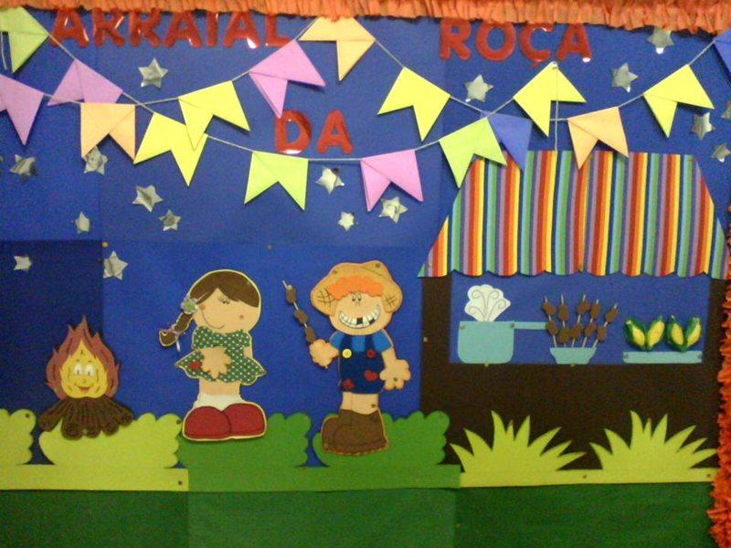 Painel todo decorado com itens de festa junina