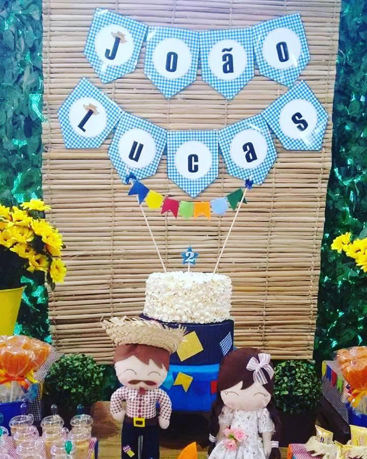 Painel de aniversário com temática de festa junina