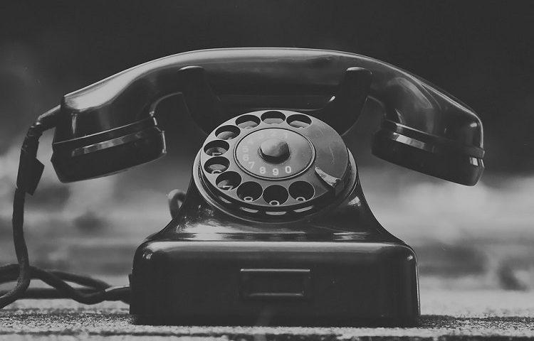 Histórias assustadoras para contar no escuro - A babá e o telefone